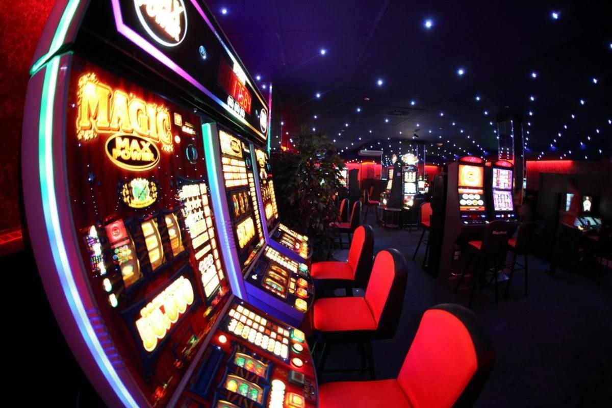 Самостоятельно открывается казино вулкан игровые автоматы nokia 5530